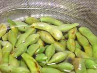 黒枝豆を湯がく写真